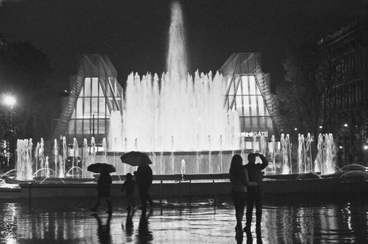 foto-expo-gate-piazza-castello-cairoli-fontana-milano-bianco-nero-stampe-su-tela-poster