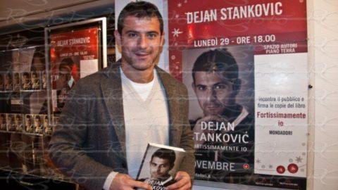 """Dejan Stankovic presenta l'autobiografia """"Fortissimamente io"""""""