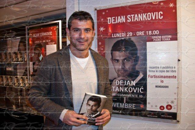 dejan-stankovic-libro-fortissimamente-io-biografia-autobiografia-feltrinelli-mondadori-presentazione-pubblico-foto-milano-2010-5-novembre-roberto-cosentino-rcfoto-rc-photo-rcphoto