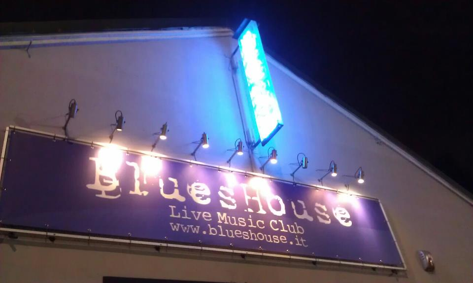 blues-house-milano-blueshouse-foto-esterno