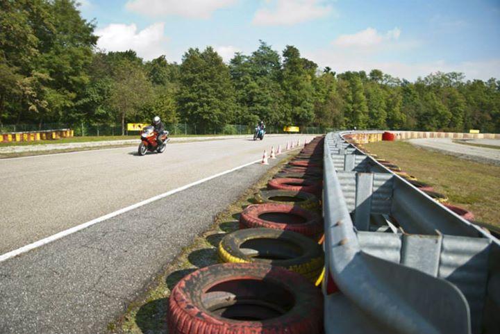 bmw-moto-motorrad-circuito-pirelli-vizzola-ticino-foto-settembre-2014-motociclisti-pista