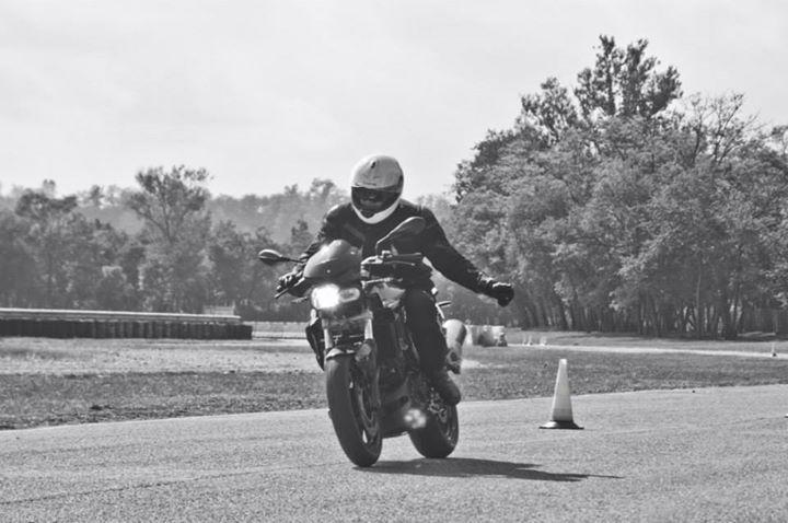 bmw-moto-motorrad-circuito-pirelli-vizzola-ticino-foto-settembre-2014-motociclisti