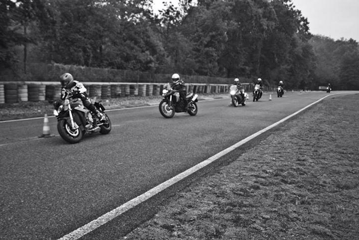bmw-moto-motorrad-circuito-pirelli-vizzola-ticino-foto-settembre-2014
