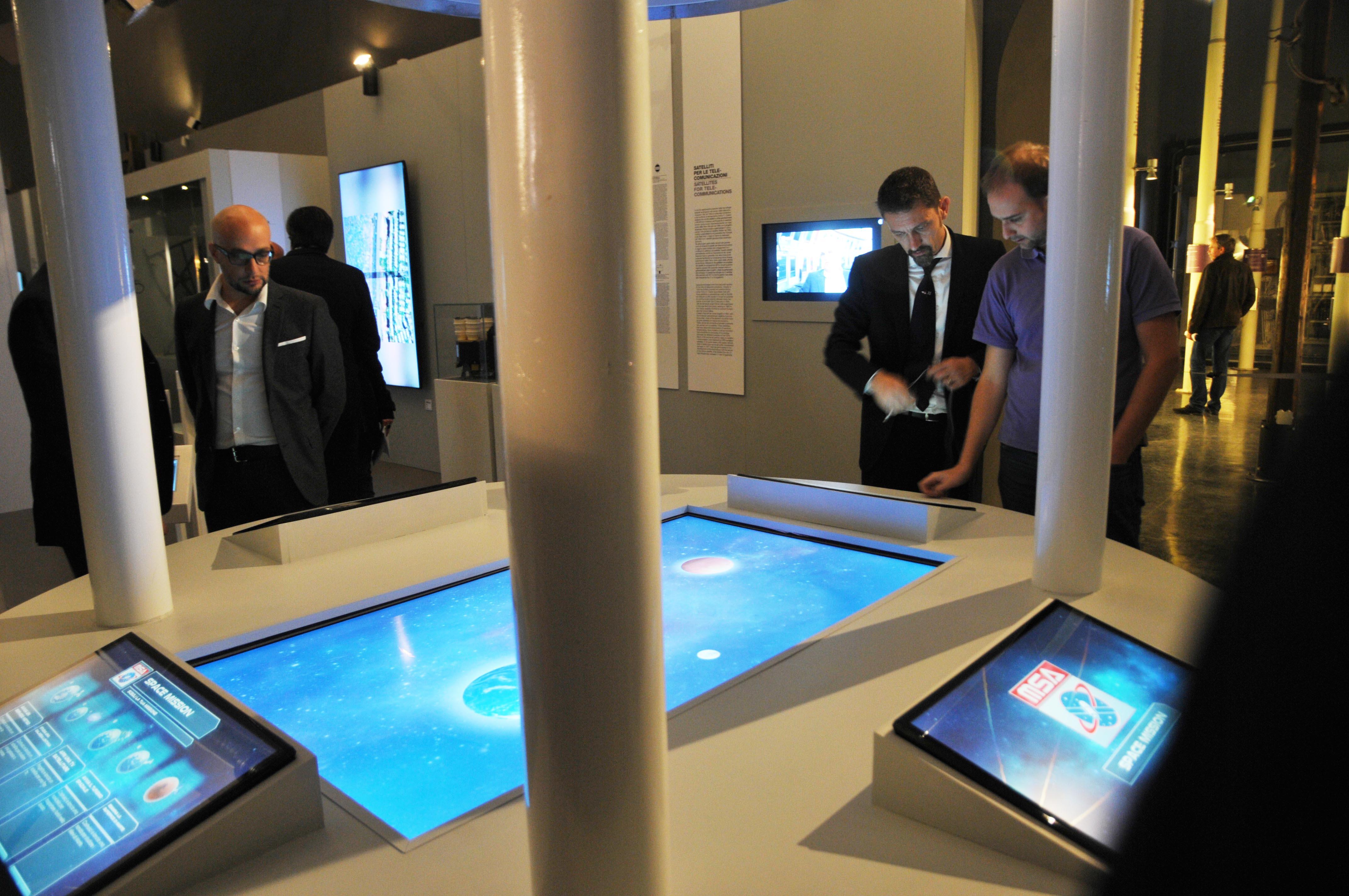 spazio-la-nuova-esposizione-interattiva-samsung-milano-museo-nazionale-scienza-tecnologia-eugene-cernan-rc-foto