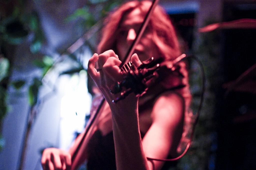luvienne-violin-martini-bar-kazam-rc-foto-roberto-cosentino-fotografo-rcfoto-2