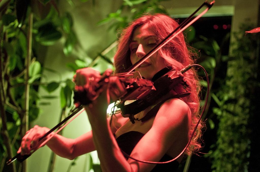 luvienne-violin-martini-bar-kazam-rc-foto-roberto-cosentino-fotografo-rcfoto-3