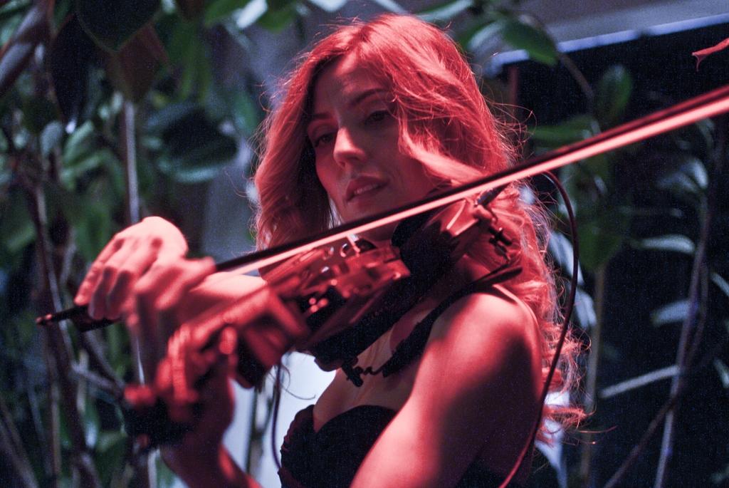 luvienne-violin-martini-bar-kazam-rc-foto-roberto-cosentino-fotografo-rcfoto-4