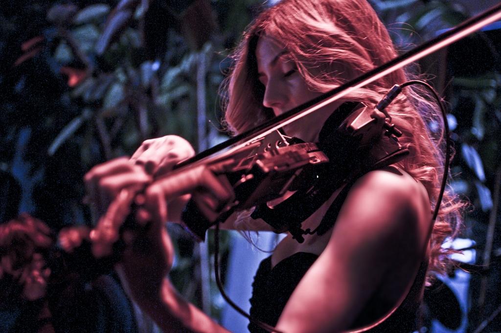 luvienne-violin-martini-bar-kazam-rc-foto-roberto-cosentino-fotografo-rcfoto-5