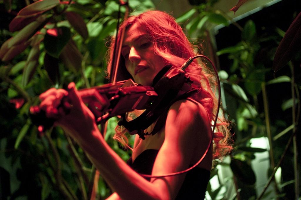 luvienne-violin-martini-bar-kazam-rc-foto-roberto-cosentino-fotografo-rcfoto