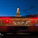 milano-foto-tram-19-castello-sforzesco-semafori-rossi-rosso-semaforo-sera-notte-notturna-piazza-castello
